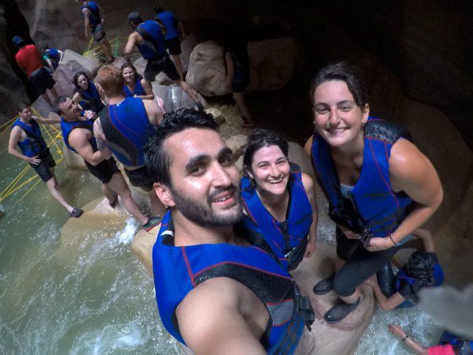 Fouad, eu e Hana nos divertindo em Wadi Mujib