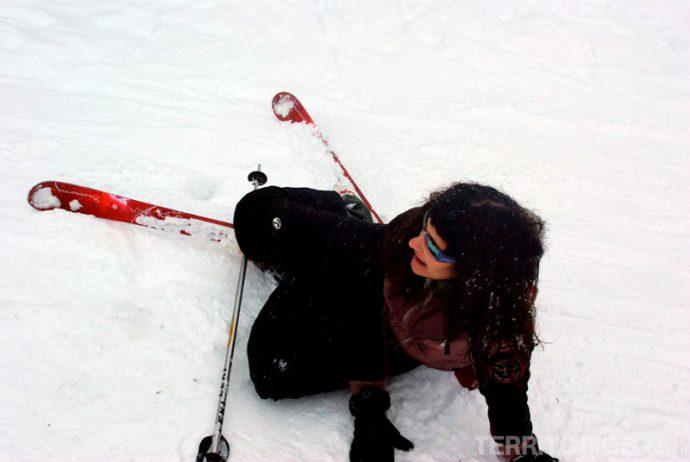 Milhares de tombos aprendendo a esquiar na França