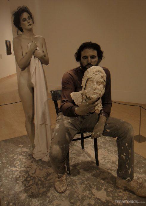Obra hiperrealista no Art Gallery of WA me enganou ser um homem real até eu chegar bem perto