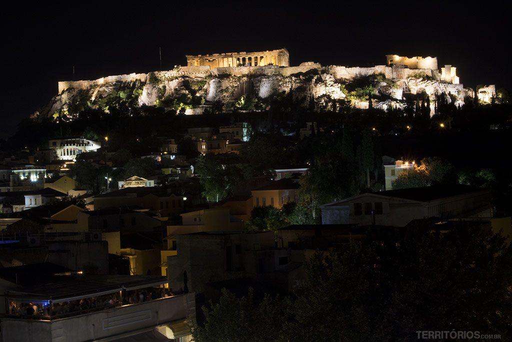 Vista noturna para Acrópole