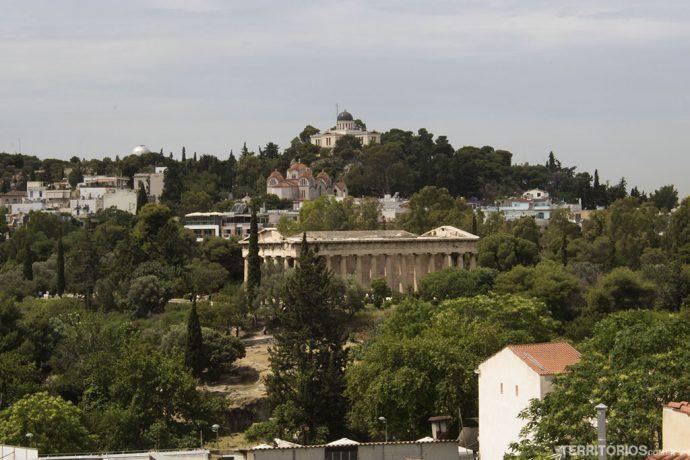 Vista para o observatório, Templo de Hefeso e outras construções históricas de Atenas