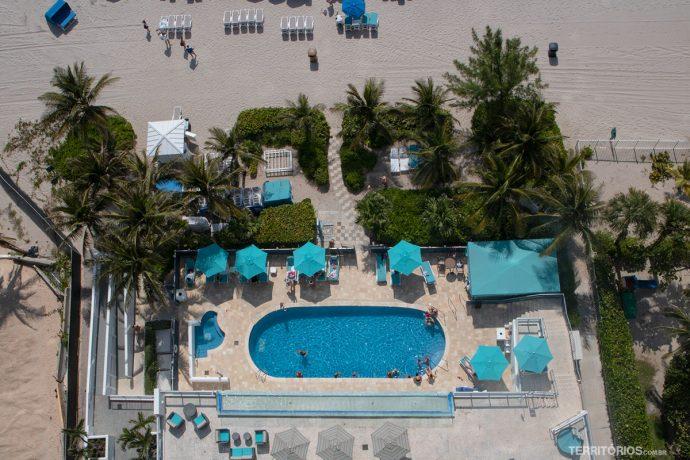 Piscinas na beira da praia no Marenas Resort