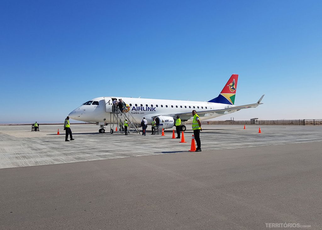 Aeroporto de Walvis Bay é no meio do nada no deserto da Namíbia