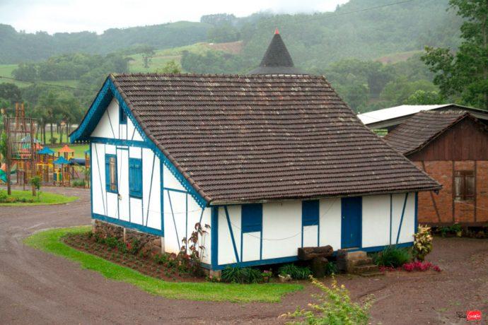 Casa de arquitetura Enxaimel em Forquetinha é atração do Caminho das Cascatas