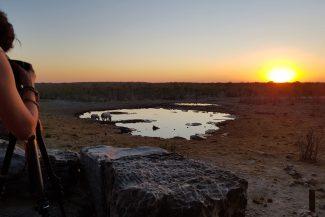 Fotógrafa registra pôr do sol no lago