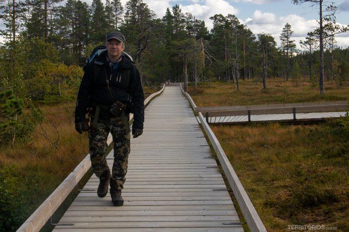 Peter nas passarelas do parque nacional
