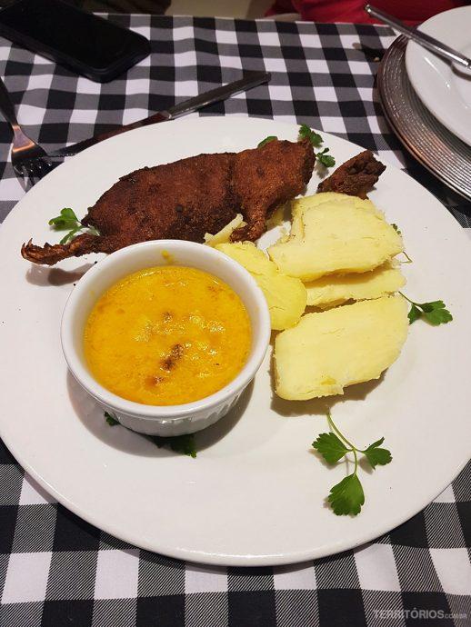 Cuy picante é tradicional na comida peruana