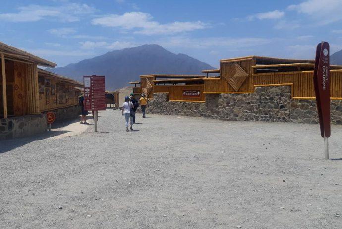 Centro de visitantes reformado na entrada de Caral