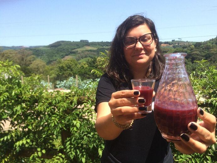 Ana Taise  apresenta o Gaspattio de frutas vermelhas em Pinto Bandeira