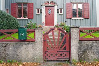 Casas de madeira no caminho para o Botanical Garden