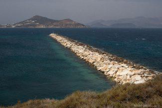 Moles protegem o porto e a piscina natural