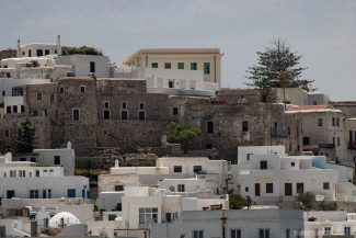 Casas brancas e antigas em Naxos