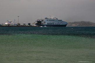 Balsa funciona diariamente para Naxos