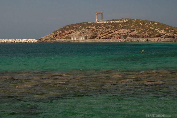 Vista para Portara do porto de Naxos