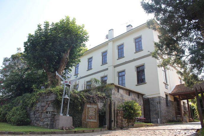 Casarão foi construído em 1930 e oferece sete quartos para hospedagem