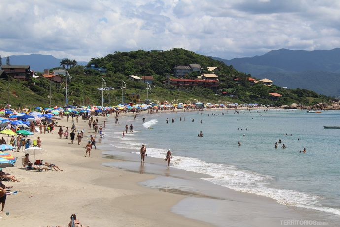 na Praia da Pinheira